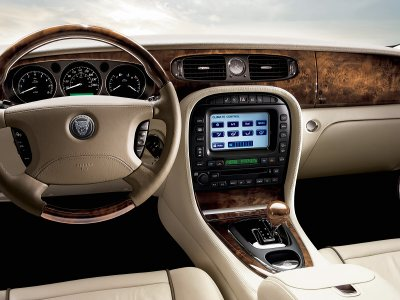 Jaguar XJ dash